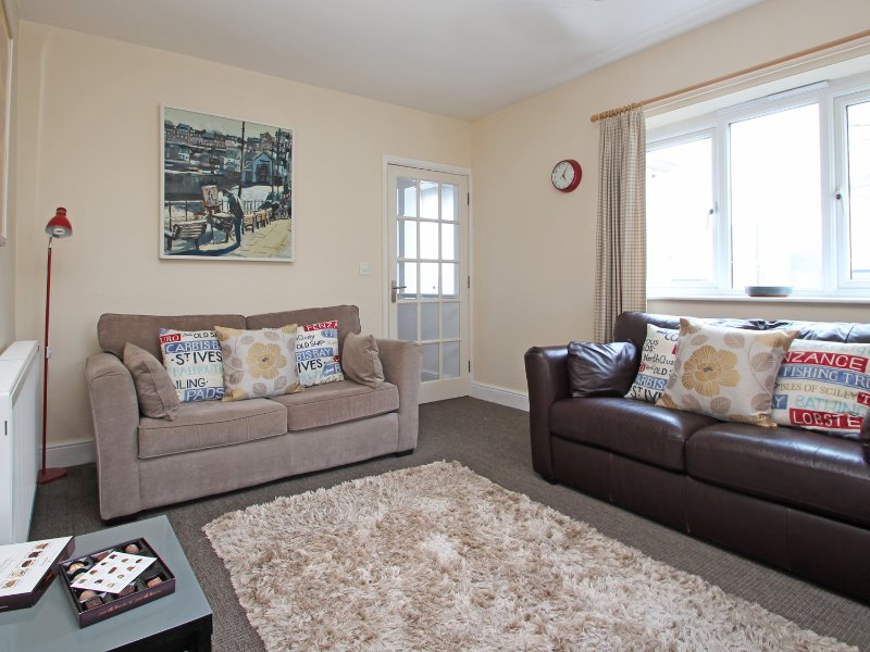 CHY-AN-MOR, ground floor, WiFi, 10-minute walk to Carbis Bay beach, in Carbis, vacation rental in Carbis Bay