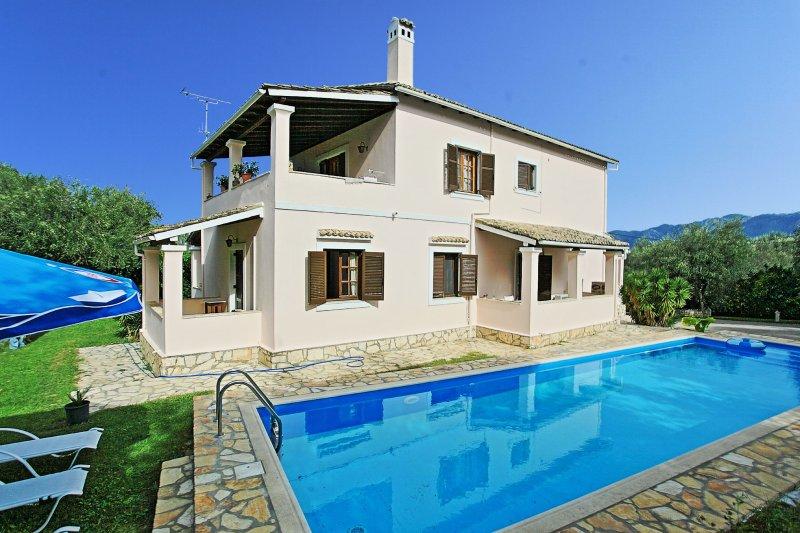 Villa Areti: Private Pool, Beach Nearby in Agnos,Corfu, vacation rental in Astrakeri