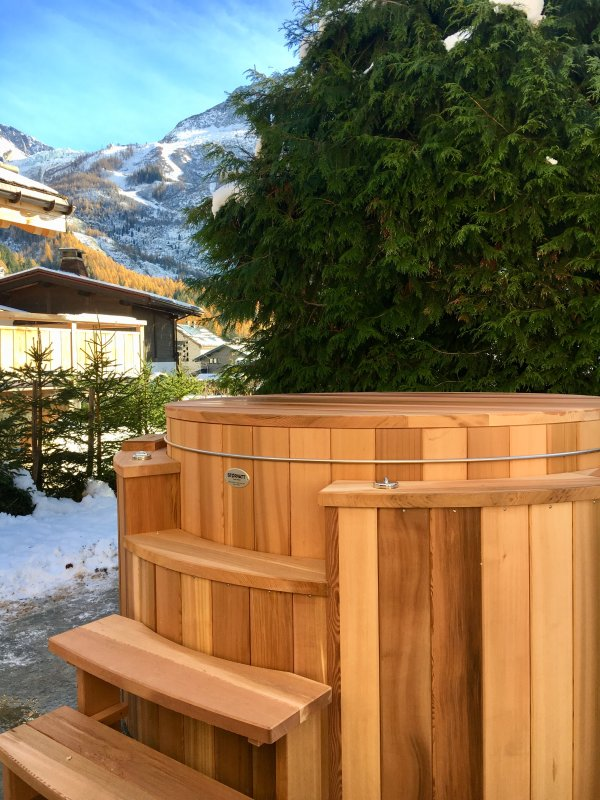 Newly Installed Outdoor Jacuzzi for 2017/18 Winter Season