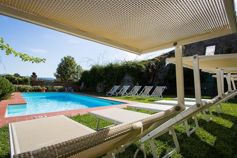 W / piscina tumbonas