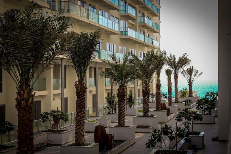 Beautiful Furnished Studio on Exclusive Beach, holiday rental in Ras Al Khaimah