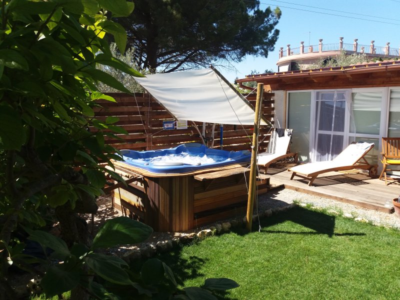 La Dolce Vita - Cottage with outdoor Whirlpool - Perfect for Honeymoons, holiday rental in Alghero