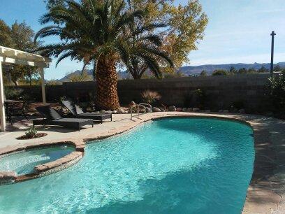 Fall Promo! MOUNTAIN VIEW!  POOL 4 bedrooms (Master Down) 2.5 Bath 10 min STRIP!, alquiler vacacional en Boulder City