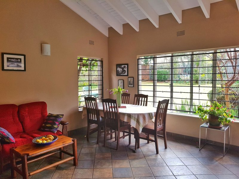 Sharonlea Cottage A private, spacious two-bedroom cottage located in a quiet, secure suburb.