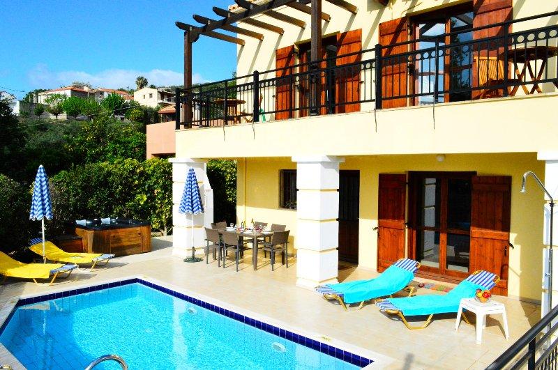 jacuzzi★BBQ area★ Private pool, Ferienwohnung in Platanias