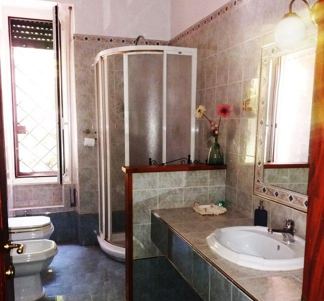 Casa de banho completa com chuveiro