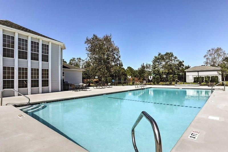 Aprovecha todas las comodidades del complejo en las cercanías, incluida una piscina.