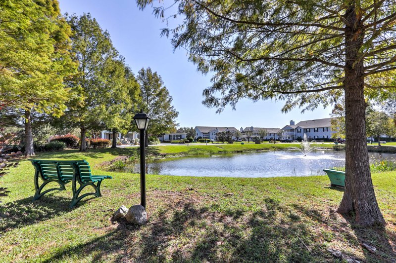 This property is centrally located so you can explore the Gulf Shores with ease!