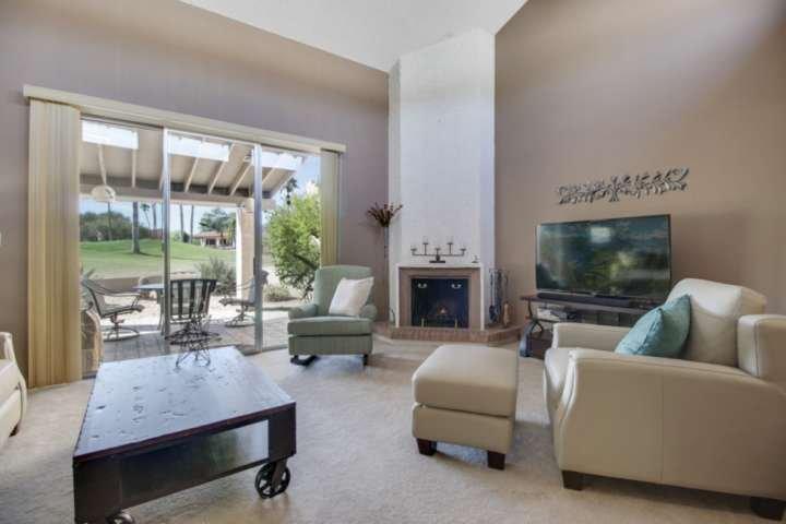 Lo espectaculares vistas desde la sala de estar del campo de golf. Relajarse y poner los pies después de un largo día!