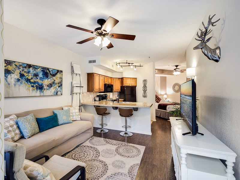 Lovely Lake Travis Island Villa, vacation rental in Briarcliff