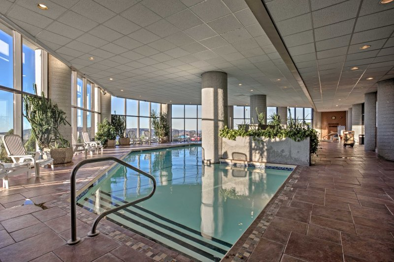 Sugar Mountain Condo w/ Pool, Hot Tub & Views, vacation rental in Banner Elk