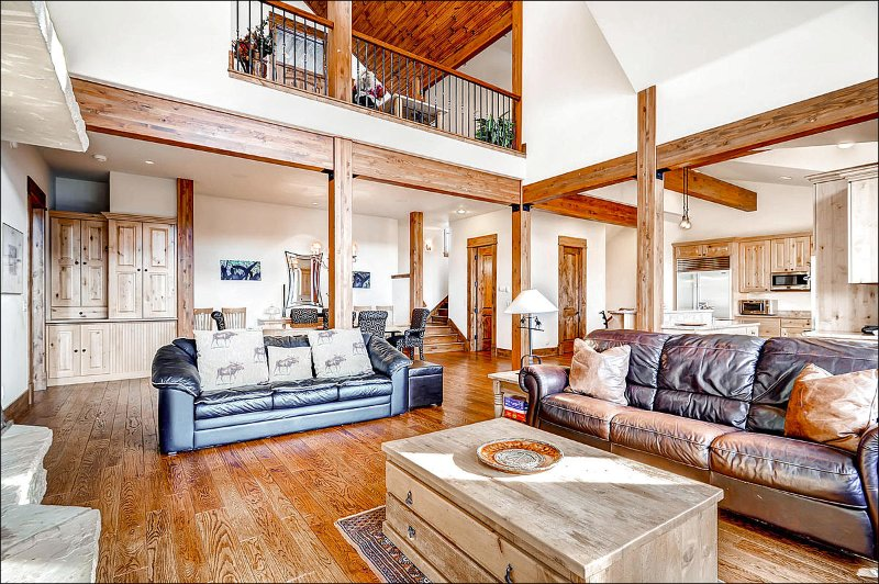Spacious Living Area for Entertainment