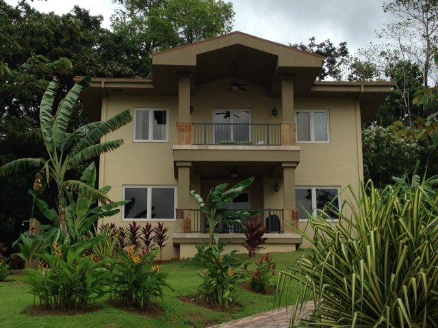 Red Frog Beach Luxury Villa   !!Special Rate for Jan 20-27!!!!!, alquiler de vacaciones en Isla Bastimentos