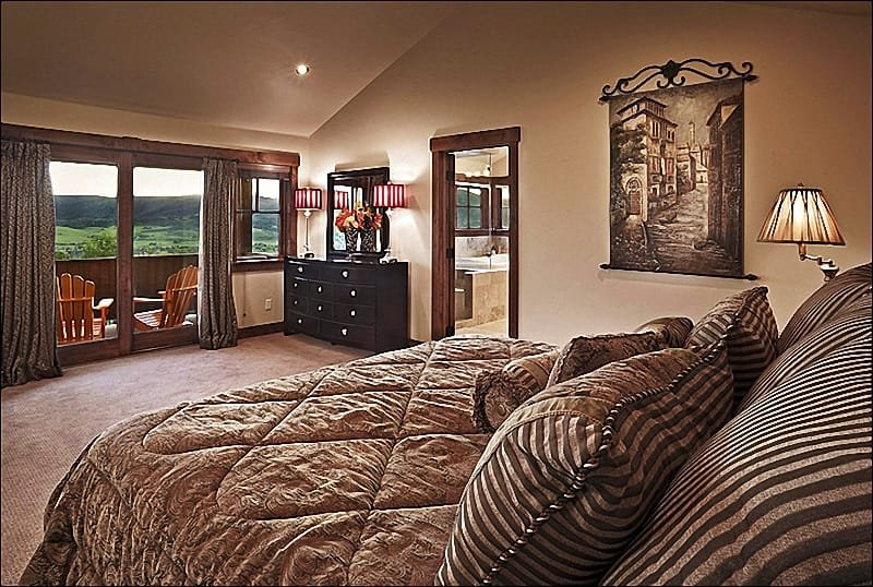 King size-säng, privat däck och eget bad i sovrummet