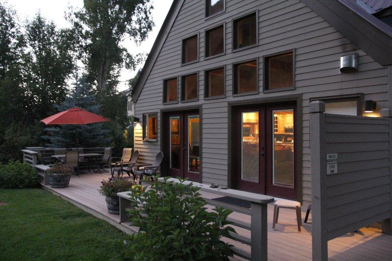 Viking Lodge 100 ligt direct aan de rivier de San Miguel met een prachtig uitzicht op de bergen.