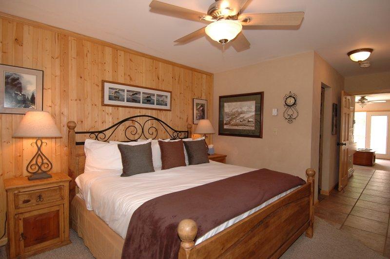 Viking Lodge 311 - kom tot rust in dit comfortabele kingsize bed.