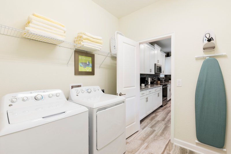 vacation townhomes in orlando florida with laundry room