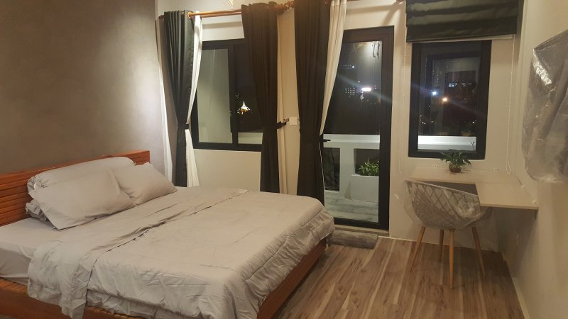 Near Royal Palace - Garden View Apartment w Rooftop & Jaccuzi, aluguéis de temporada em Phnom Penh