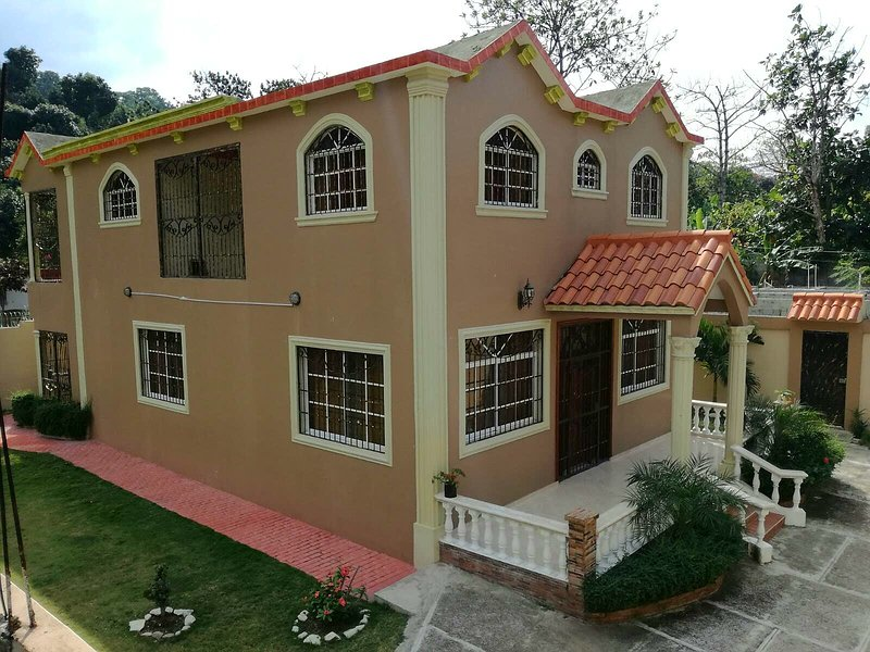 SanCristobal/Bani Dream Home, Ferienwohnung in Bani