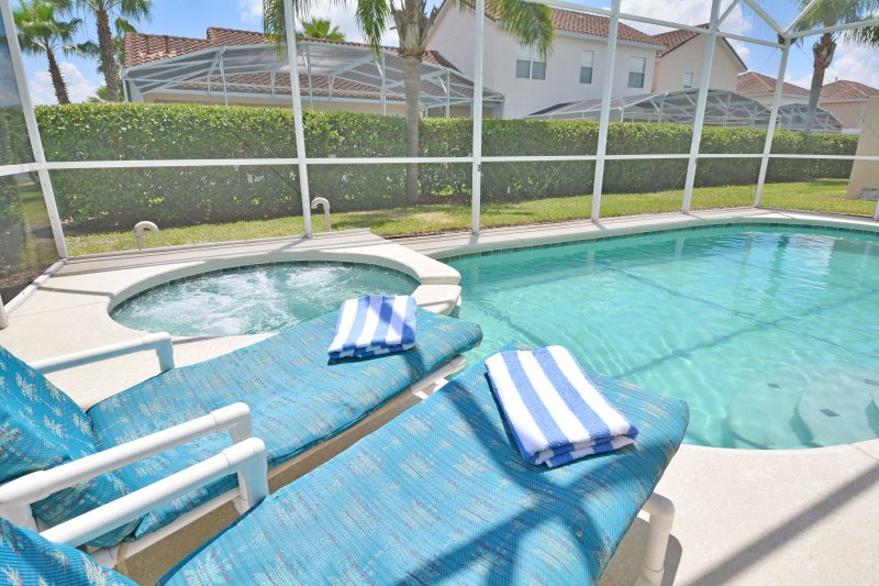 Jacuzzi and sun loungers