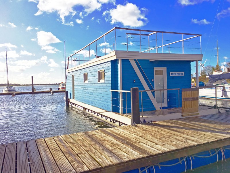 Baltic houseboat Antje Frieda on the sunny island of Fehmarn