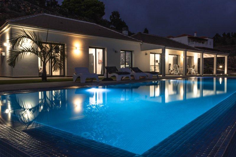 Villa Taburiente, moderna, impresionantes vistas ,naturaleza y  buen clima., vacation rental in Barros