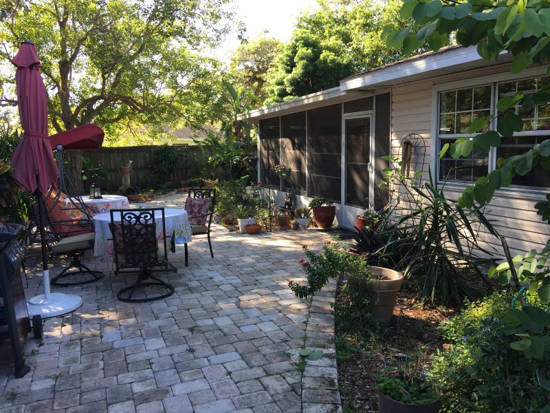 Charming 'Old Florida' One bed Suite, Close to Downtown Sarasota and Beaches, holiday rental in Sarasota