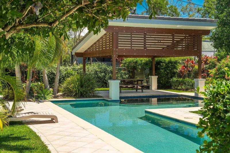 Ocean Walk - luxurious air conditioned villa, alquiler de vacaciones en Skinners Shoot