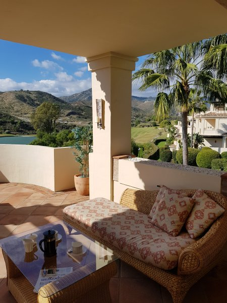 Luxury apartment Capanes Del Golf, holiday rental in Benahavis