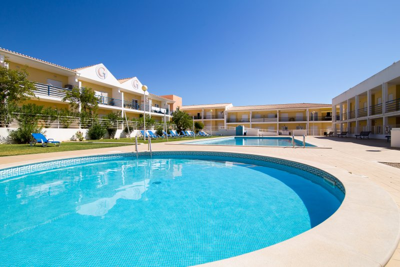 Apartment | Overlooks pool | Childrens playground | 7 Mins from Praia Gale – semesterbostad i Guia