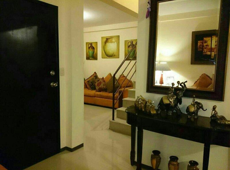 Casa vacacional en Conjunto Residencial La Joya, Urbanizacion Opalo, aluguéis de temporada em Guayaquil