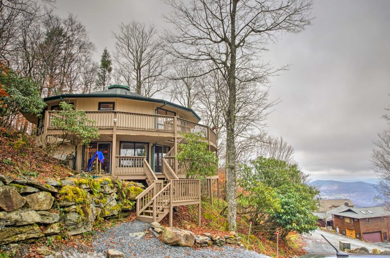 Take a peaceful getaway to this charming 4-bedroom, 3-bathroom Beech Mountain vacation rental house.