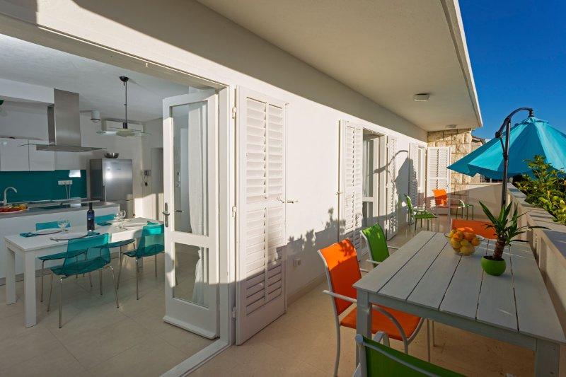chambre terrasse et salle à manger