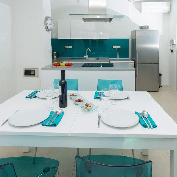 Salle à manger avec cuisine