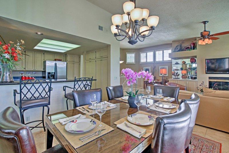 Establezca la elegante mesa de comedor para una cena formal con el grupo.