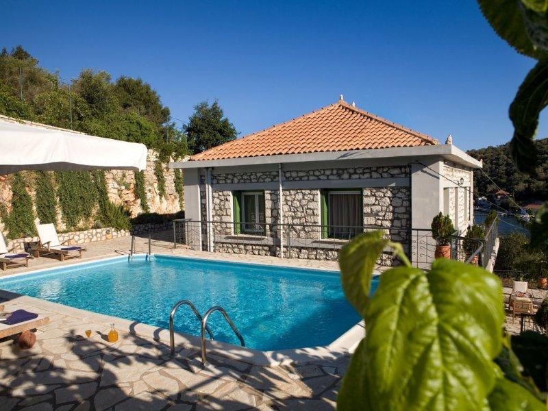 Traditional Stone Villa In The Picturesque Village Of Vathi, location de vacances à Spartochori