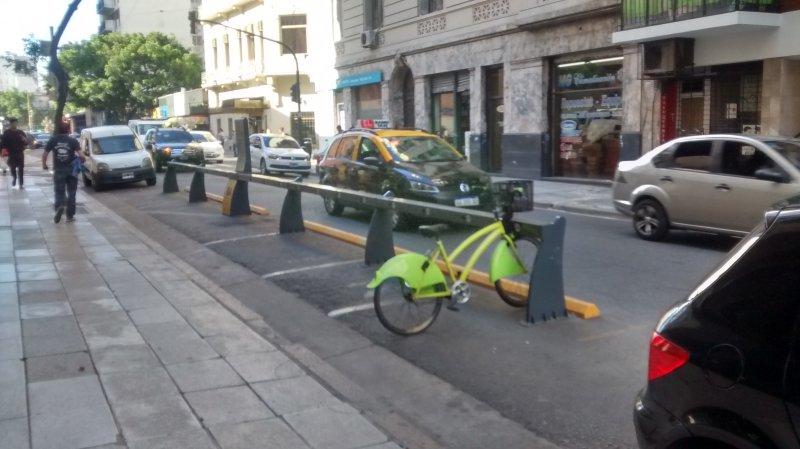 Bicicletas gratuitas en la puerta otorgadas por el gobierno de la ciudad