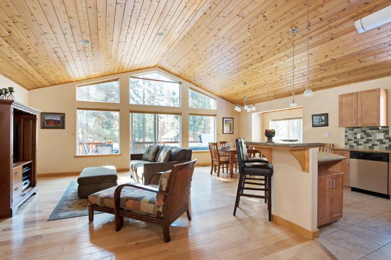 North Shore - Golden Pine  Chalet in Northstar