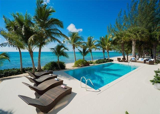 Modern 11,000 sqft, 4 Story Beachfront Mega-Mansion, holiday rental in East End