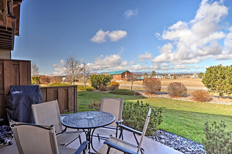 Discover Pagosa Springs from this vacation rental townhome!