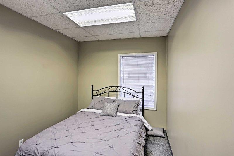 Ulteriori rilassarsi nel letto peluche matrimoniale nella seconda camera da letto.