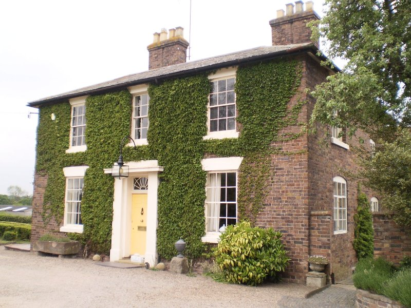Duken Courtyard Cottage self catering holiday cottage in glorious countryside, vacation rental in Wombourne