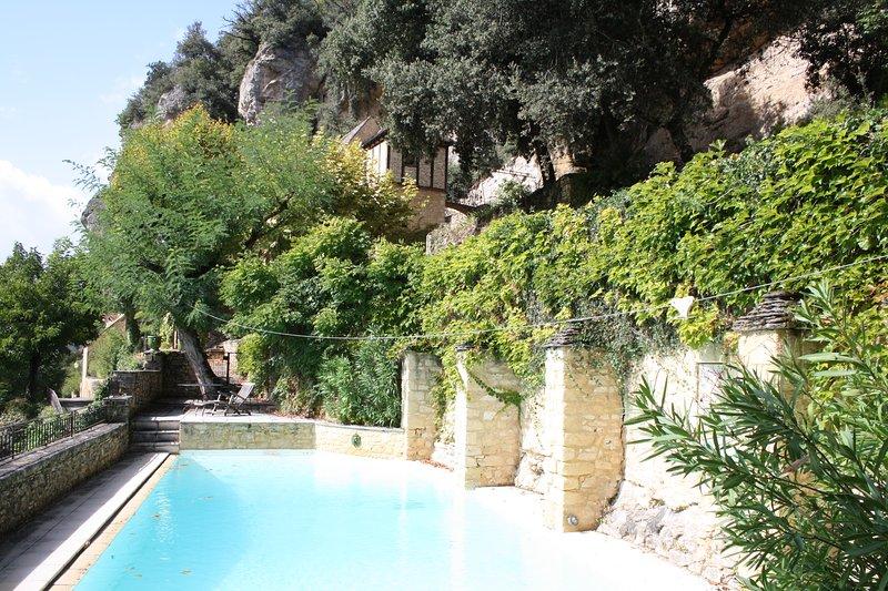 DEMEURE DES COTES - MAGNIFICENT HISTORIC HOME SET ON THE CLIFFSIDE, POOL & VIEWS, location de vacances à La Roque-Gageac