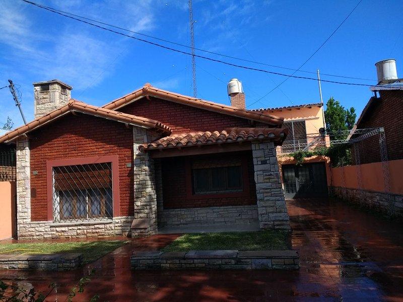 Excelente casa en zona recidencial, vacation rental in Province of Mendoza
