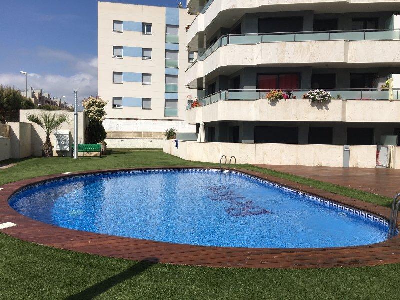 Jardin avec piscine commune