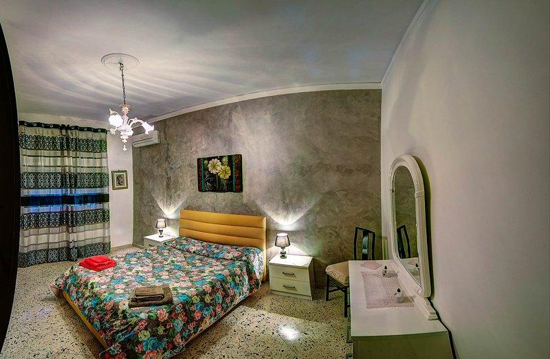 Appartamento indipendente in pieno centro Wi-fi, holiday rental in Contessa Entellina