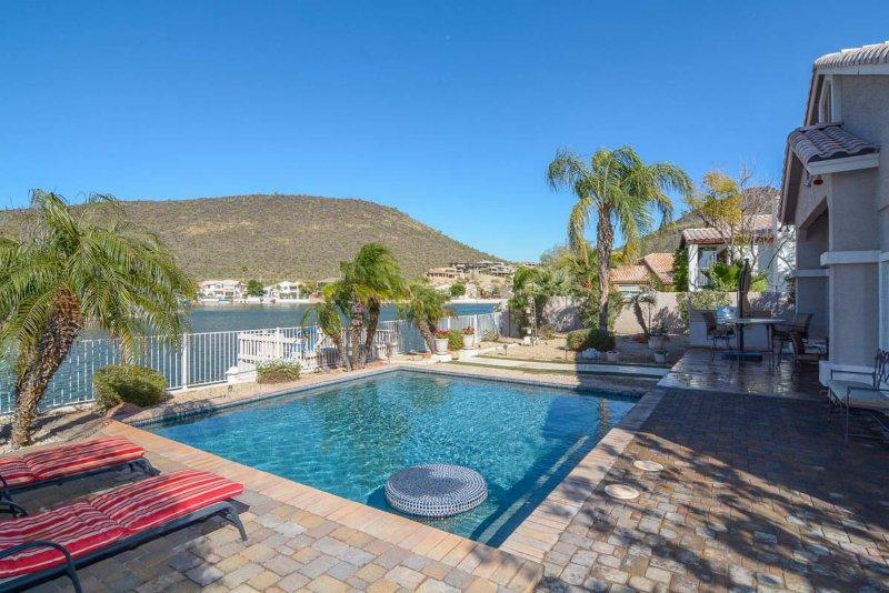 Modern Desert Luxury on the Lakes, vacation rental in Glendale