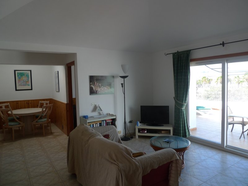Pool side 2 Bed link Villa with Free Wifi Superb Golf, Sea mountain views, casa vacanza a Atogo