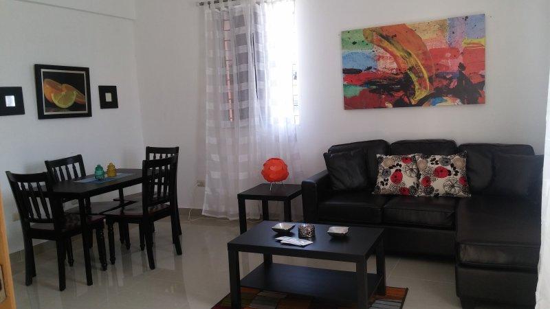 Apartamento Amueblado en sector clase A, con mobiliario nuevo y moderno, holiday rental in Santiago Province