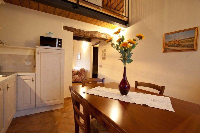 Girasole 80 mq con 3 camere da letto, location de vacances à Montemaggiore al Metauro